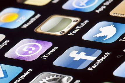 El uso de mensajería instantánea a través del móvil se dispara en dos años, pero todavía hay más gente que envía SMS
