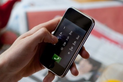 Los consumidores que tienen en una sola factura teléfono móvil, fijo e Internet se ahorran 9 euros al mes