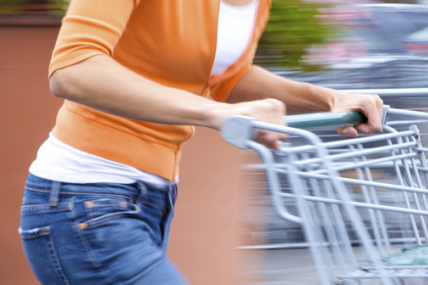 Os Portugueses continuam com um controlo apertado sobre as suas compras em FMCG