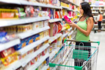 Brasileiro vai menos ao supermercado e reduz volume