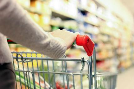 Los hogares mantienen la tendencia de realizar compras de mayor volumen con menos visitas a los canales.