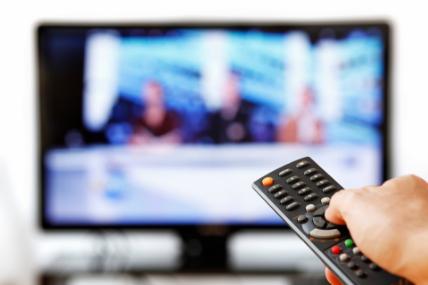 El televisor grande para el living, el mediano al dormitorio