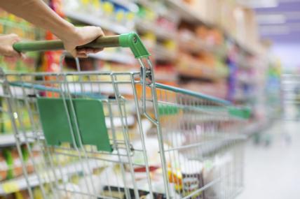 El consumo cayó un 4% en mayo debido a que los hogares compraron una categoría menos en comparación al año anterior.