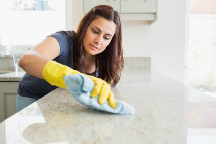 ¿Cuántos utensilios de limpieza compra un hogar?