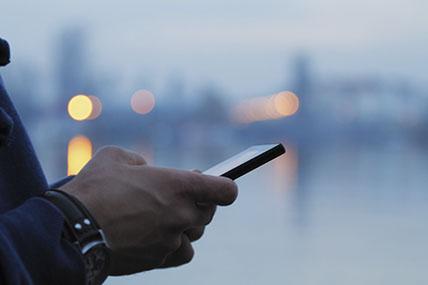 Marca diz que Nokia e Blackberry chamarão a atenção com características e estilo do mercado retrô