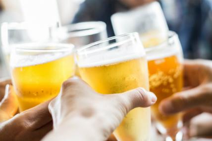 El 59% de los argentinos compra cerveza cuando tiene una reunión en casa con familia y/o amigos.
