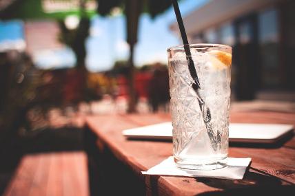 Cerveza, agua envasada y zumo son las bebidas que más crecen