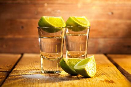 De las bebidas alcohólicas, en México la más elegida es el Tequila, 7 de cada 10 hogares que compran este canasto llevan este destilado de agave