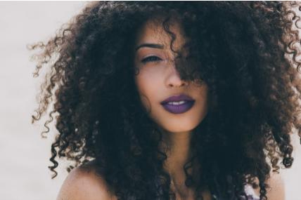 Brasileiras de cabelos ondulados preferem natural