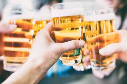 Las cervezas logran recuperase, mientras que los vinos acentúan su contracción.