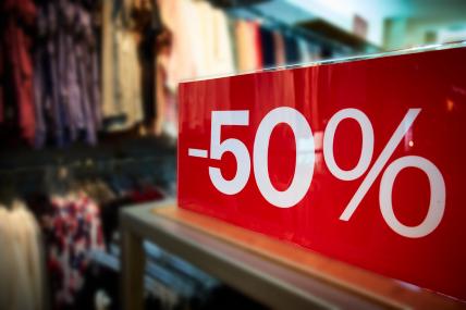 Es fácil envolverse en las compras, pero no hay que perder de vista la importancia de mantener una economía de hogar sana