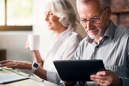 """Tener 50 años hoy no implica ser mayor, los """"cincuentones"""" (¡y los de 60 o 70 años!) están más activos que nunca."""