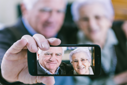 Más del 80% de los seniors tiene un teléfono móvil, de los cuales la mitad son smartphones