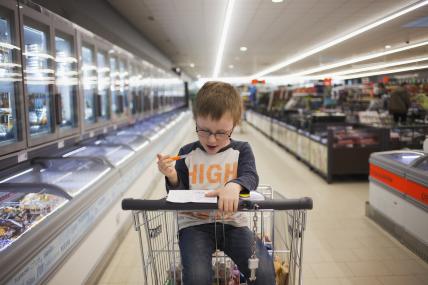 Las familias con niños invierten 4%  más de su gasto en productos de consumo masivo