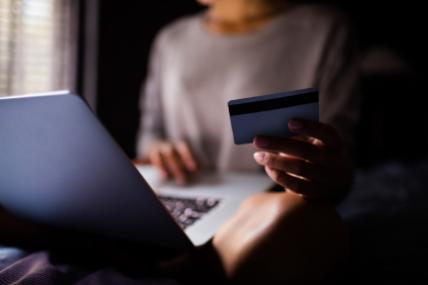 Actualmente quien ya compra productos de consumo masivo vía online, disminuye las veces al pasar el tiempo