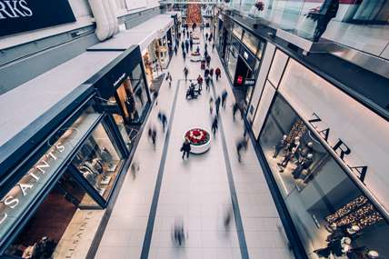 While overall shopper numbers have increased by 228,000, the fashion market declined by 0.4%.