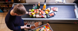 Jóvenes planean mejor sus compras y ven más medios
