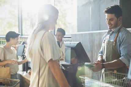 Hogares disminuyen viajes de compra en el 1er semestre