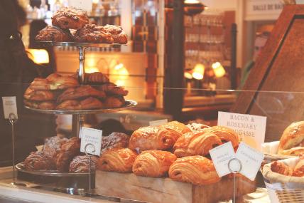 El pan, presente en los primeros alimentos del día y en la cena