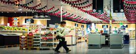 日化品类引领增长,头部零售商积极布局小型业态