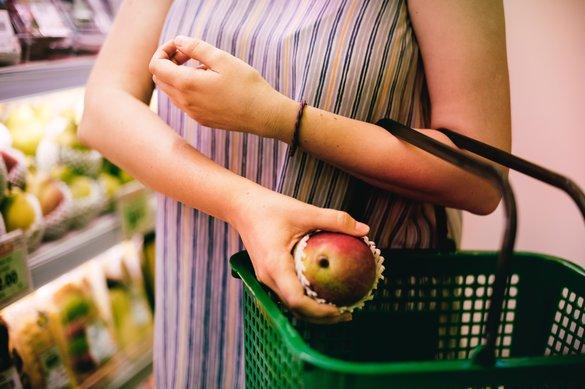 Grocers seek bright spots as summer arrives late