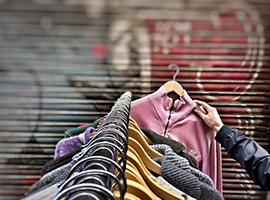 Les achats de Textile « Seconde Main » pèsent  1,240 milliard d'euros et sont une alternative  aux achats de vêtements neufs.