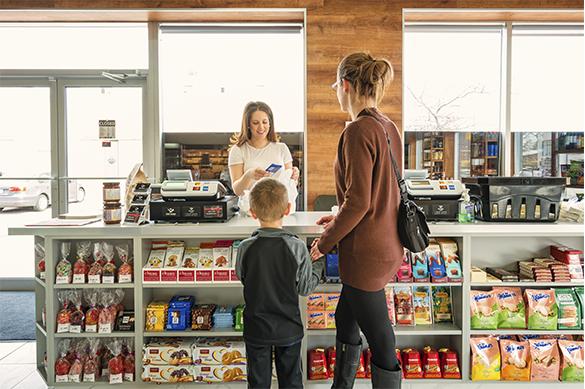 El ticket medio aumenta y se incrementa la frecuencia de compra. Además, el consumo empieza a trasladarse a otras categorías, después del aprovisionamiento de productos básicos de los primeros días.